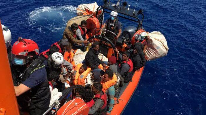 BUQUE 'OCEAN VIKING' DESEMBARCA A MIGRANTES EN SICILIA