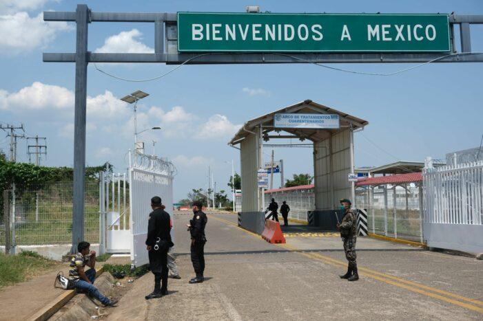 CIERRA MÉXICO PASO TERRESTRE NO ESENCIAL EN SU FRONTERA SUR